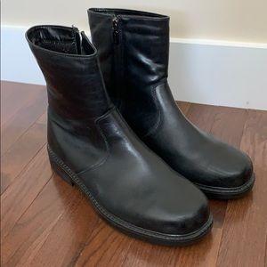 Blondo men's boots. Worn once. Waterproof